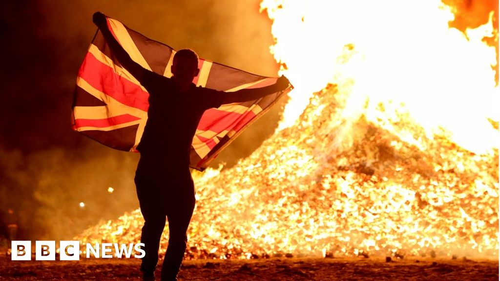 Photo of Bonfire banners 'sectarian and offensive' – Foster