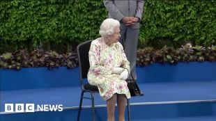 The Queen: 'Are you supposed to be looking as if you're enjoying yourself?' #world #BBC_News