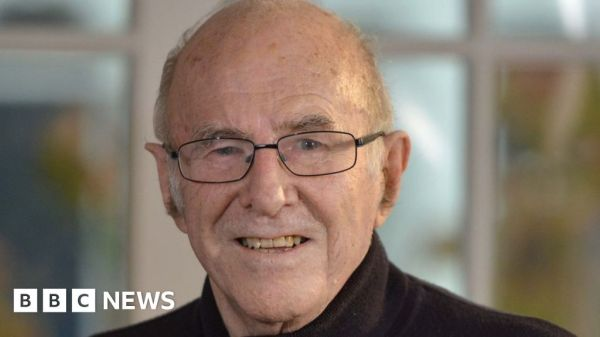 Australian broadcaster Clive James dies at 80