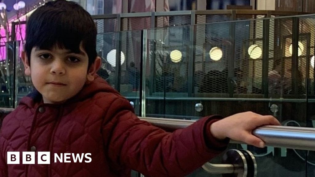 Search after boy, 6 years old, disappears at Newport Pagnell services on the M1