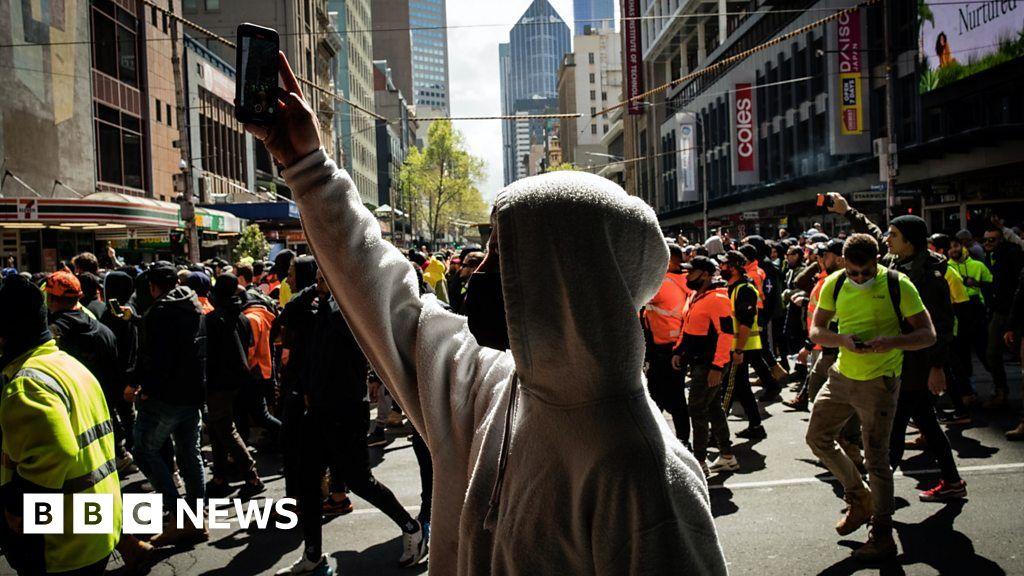 , Melbourne protests: Violent anti-vaccine protests enter third day, The Evepost BBC News