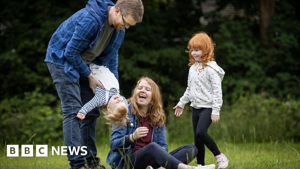 Coronavirus: Thousands say debilitating symptoms last 'for weeks'