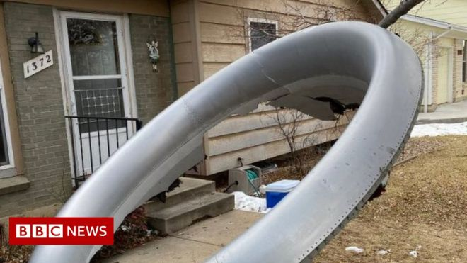 US plane scatters engine debris over Denver homes #world #BBC_News