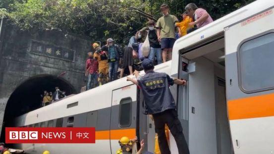 台湾花莲的一列火车出轨时,至少有48人在严重事故中丧生。