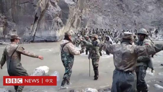 """许多中国网民因指责军队诽谤军队的""""边境英雄""""而被捕-BBC新闻"""