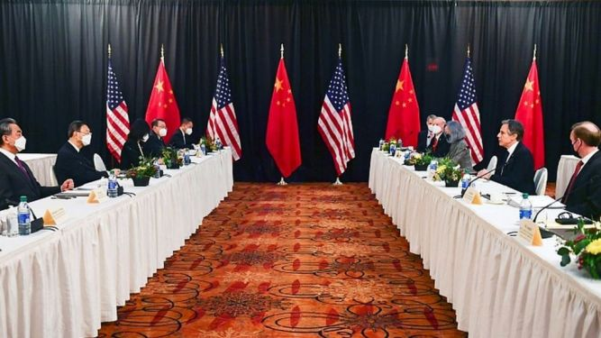 US and China trade angry words at high-level Alaska talks - BBC News