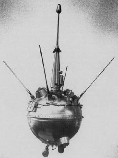 লুনা ২ মিশনের একটি মডেল।