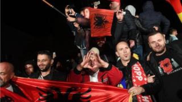 Vetevendosje supporters