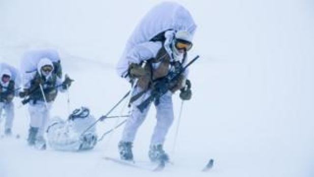 Female soldiers on cross-country skis