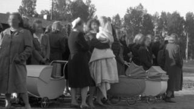 Norwegian women and their children on their way to Germany from Elverum, Norway in April 1945