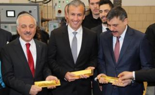 Venezuelan Vice President El Aissami (C) with Corum local officials at Ahlatci Group refinery, 16 Jan 19