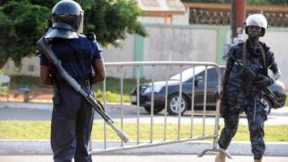 La police ghanéenne poursuit les recherches pour identifier et arrêter un troisième suspect.