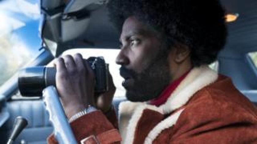 """El actor John David Washington en el papel de Ron Stallworth en la película """"BlacKkKlansman""""."""