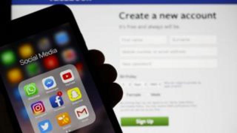 Social media apps on smart phone