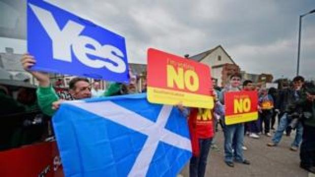 Yes and No campaigners