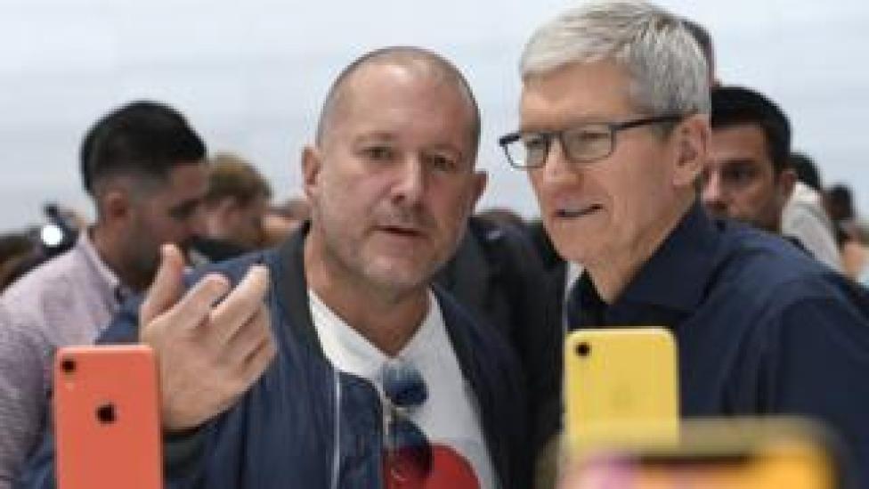 trump Sir Jony Ive and Apple chief executive Tim Took.