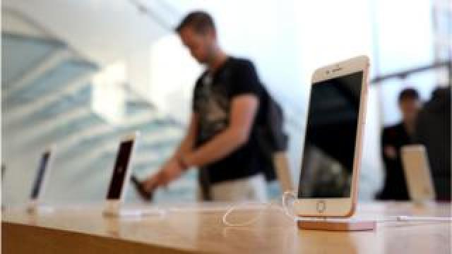 A man looks at the iPhone 8 in an Apple Store