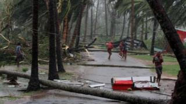 People seek shelter during Cyclone Fani in India, 4 May 2019
