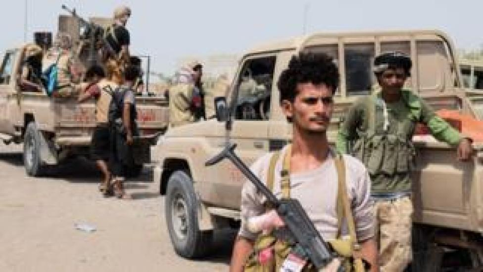 Yemeni government fighters move towards the rebel-held port city of Hudaydah (November 6, 2018)