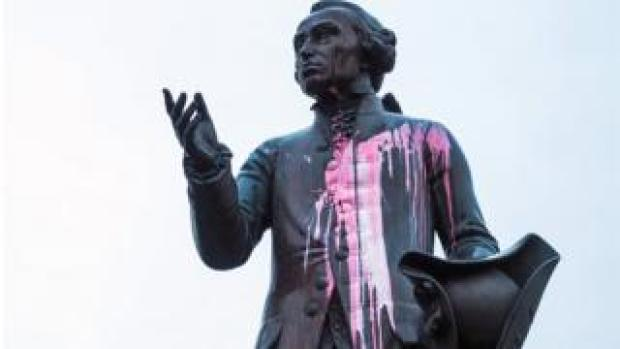 Paint-splattered statue of Kant in Kaliningrad, 27 Nov 18