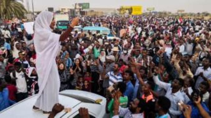 Alaa Salah, a woman propelled to internet fame after clips went viral of her leading powerful protest chants against President Omar al-Bashir, addresses protesters during a demonstration in front of the military headquarters in the capital Khartoum, Sudan - Wednesday 10 April 2019