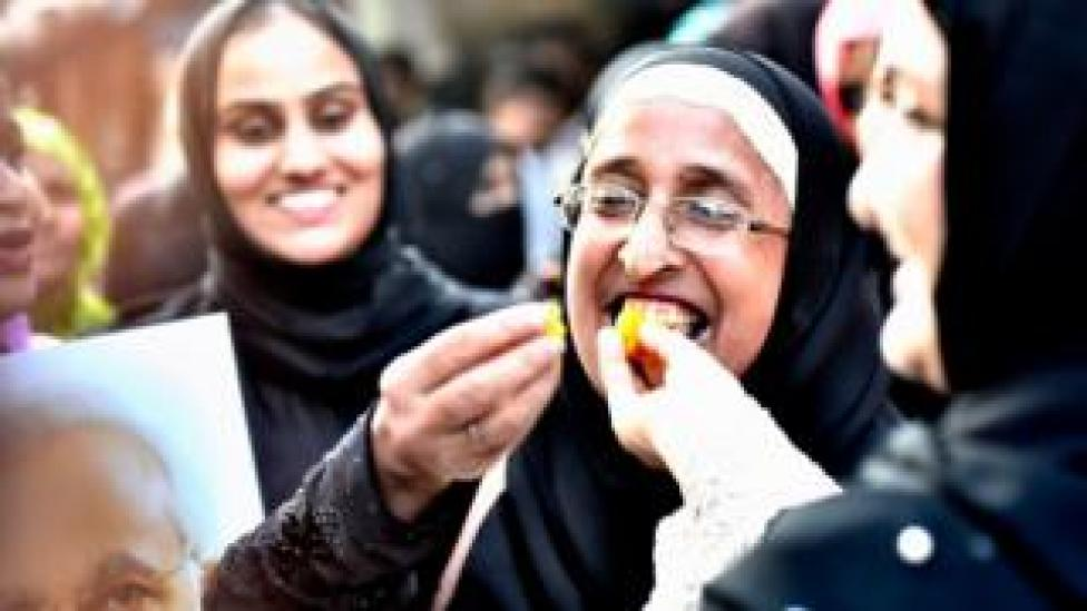 Ladies from Muslim community celebrate after verdict given by the Supreme Court for banning Triple Talaq at Byculla on August 22, 2017 in Mumbai