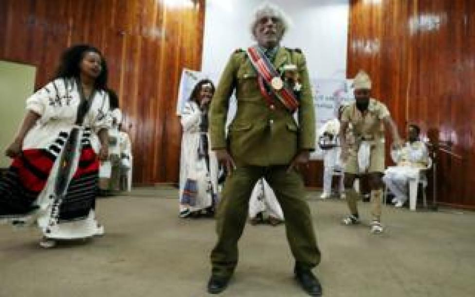 An Ethiopian army veteran dances during the welcoming ceremony in Addis Ababa, Ethiopia March 23, 2019.