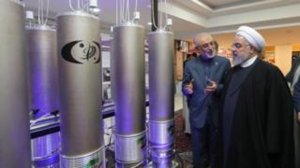 File photo showing Iranian President Hassan Rouhani (R) inspecting nuclear technology in Tehran (9 April 2019)