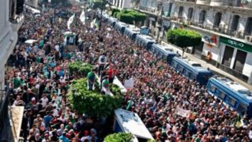 A main avenue in Algiers flooded with people