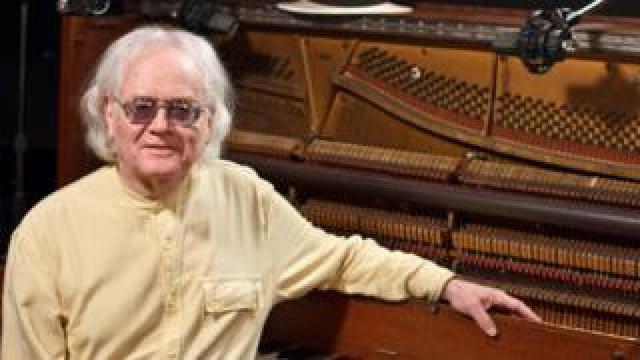Pianist Scott Cushnie