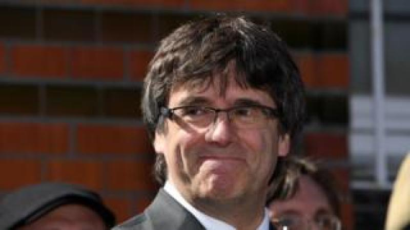 "Catalonia""s former leader Carles Puigdemont speaks to the press as he leaves a detention centre in of Neumuenster, northern Germany, on April 6, 2018"
