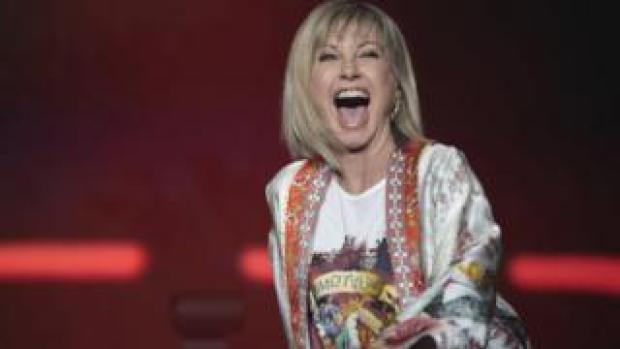 Olivia Newton-John, 71, performed with Australian singer Mitch Tambo