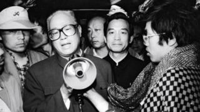 Zhao Ziyang With Students In Beijing, Chine On May 19, 1989