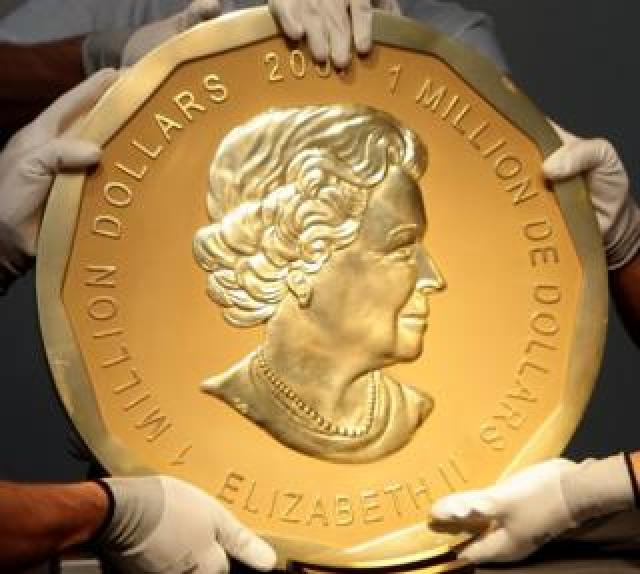 Picture taken in Vienna on 25 June 2010 shows a 2007 Canadian Big Maple Leaf coin