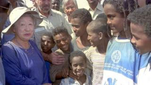 Sadako Ogata visits 12 June 2000 a refugee camp near the eastern Sudanese town of Kassala