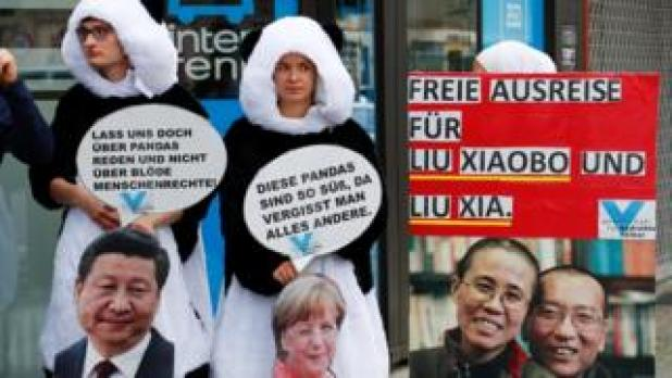 Protesters dressed as pandas with a big picture of Liu Xiaobo and Liu Xia, and slogans in German