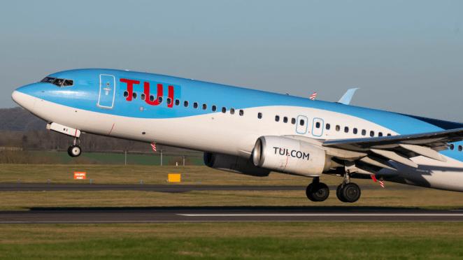 Tui flight landing in Cardiff