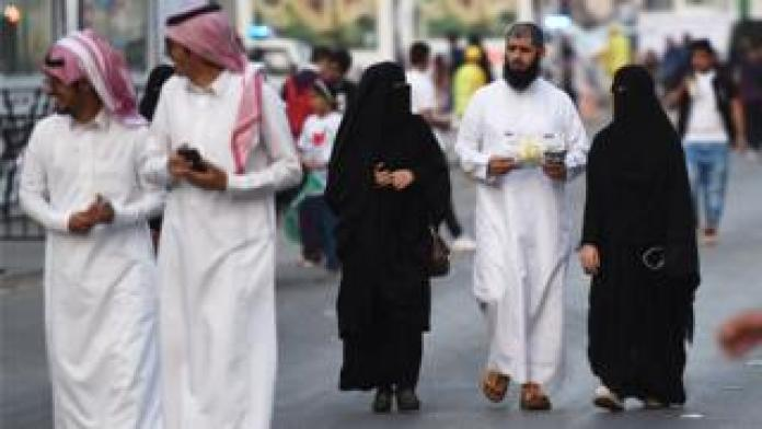 Passers-by in Riyadh (archive photo)