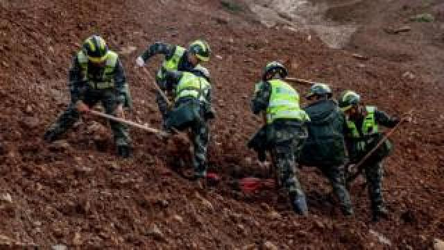 "Rescuers search for survivors at the site of a landslide in Liupanshui in China""s southwestern Guizhou province"