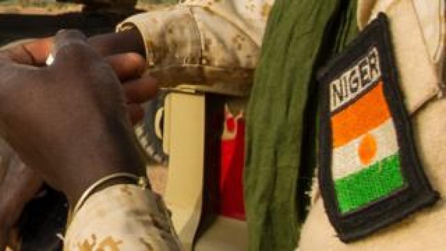 Niger army badge