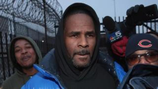 R. Kelly leaving a Chicago jail after posting bail in February