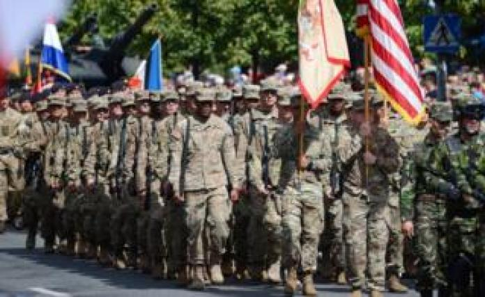 US soldiers march to Warsaw in 2017