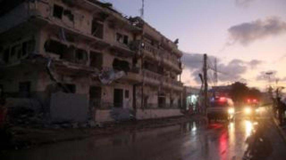 Scène de chaos après une explosion à la voiture piégée dans la ville de Mogadiscio. (Images d'archives)