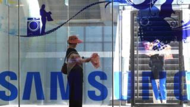 Samsung Electronics on July 31 reported a 0.1 percent dip in its second quarter net profit from a year earlier, blaming slower global sales of premium smartphones that dented demand for its flagship Galaxy device.
