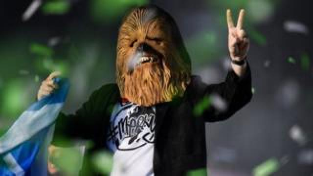 Lewis Capaldi in a Chewbacca mask