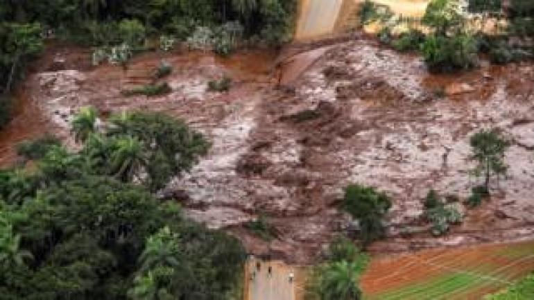 Mindestens 34 wurden nach einem Staudammbruch in Brasilien (26. Januar 2019) als tot bestätigt und rund 300 vermisst