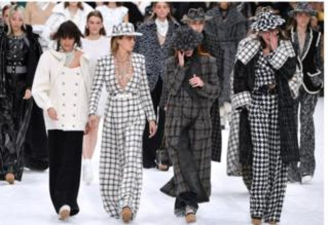 Models in Chanel finale