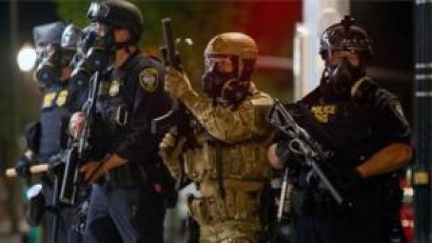قال عمدة المدينة إن وجود قوات فيدرالية فيها يؤدي إلى المزيد من التصعيد.