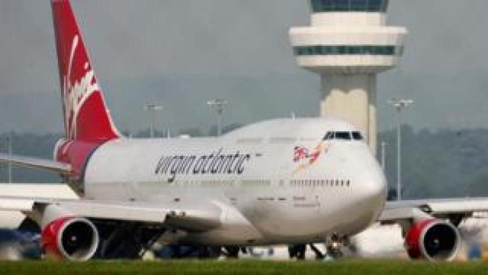 Avión de Virgin Atlantic en el aeropuerto de Gatwick