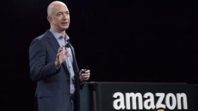 Jeff Bezos and amazon log0